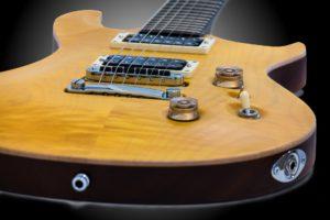 Trouver une bonne guitare électrique entre 200 et 900 euros.