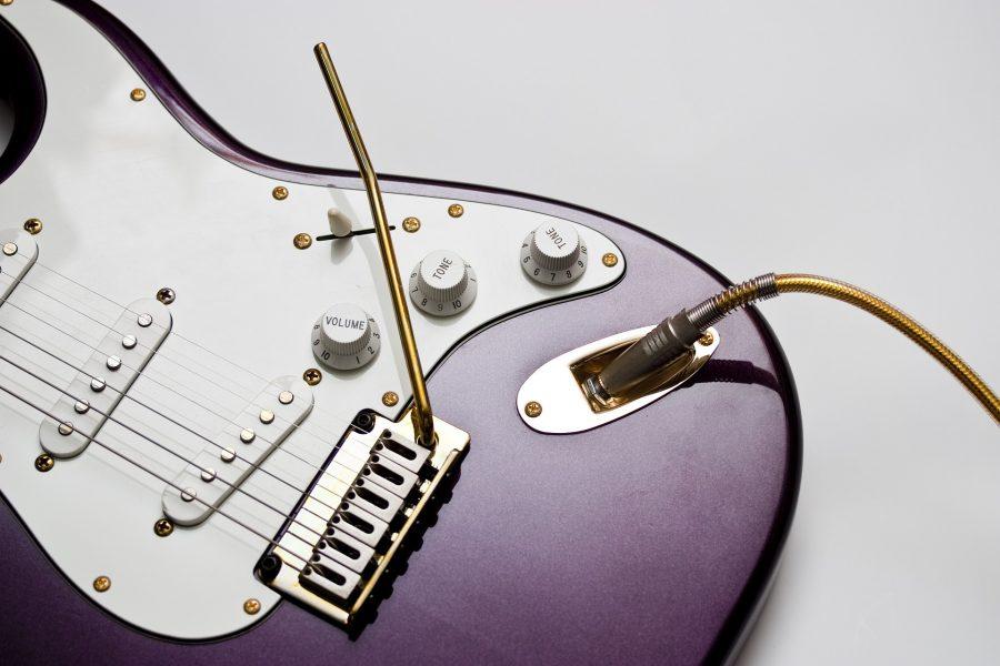 guitare elec fender stratocaster violette
