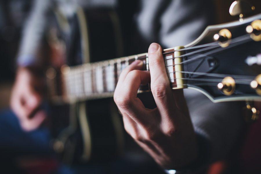 guitariste accord barré