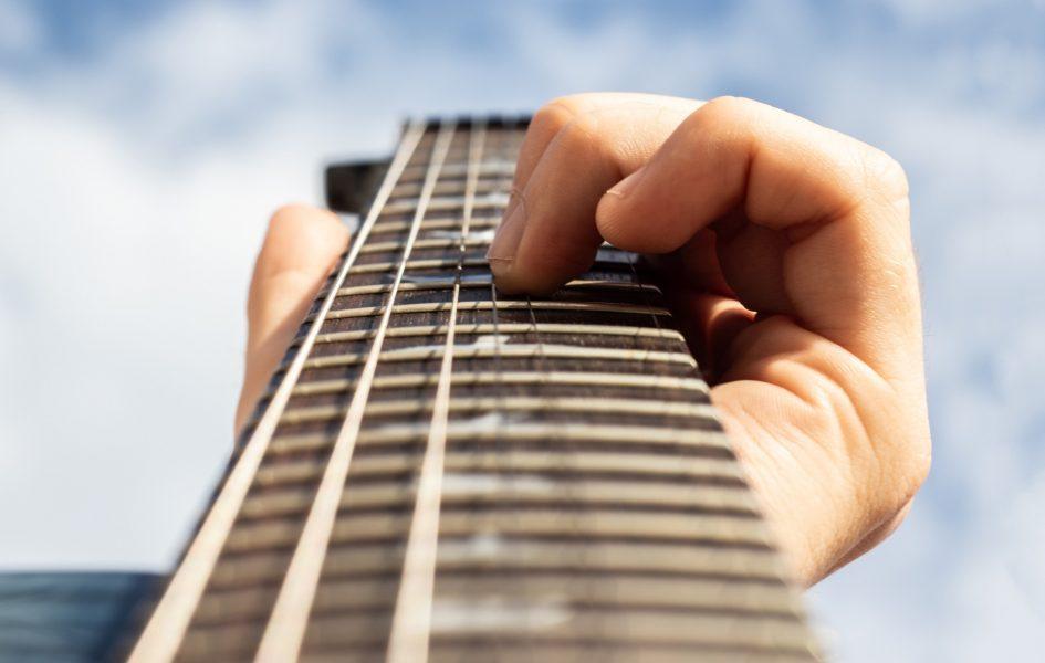 manche guitare zoom avec ciel